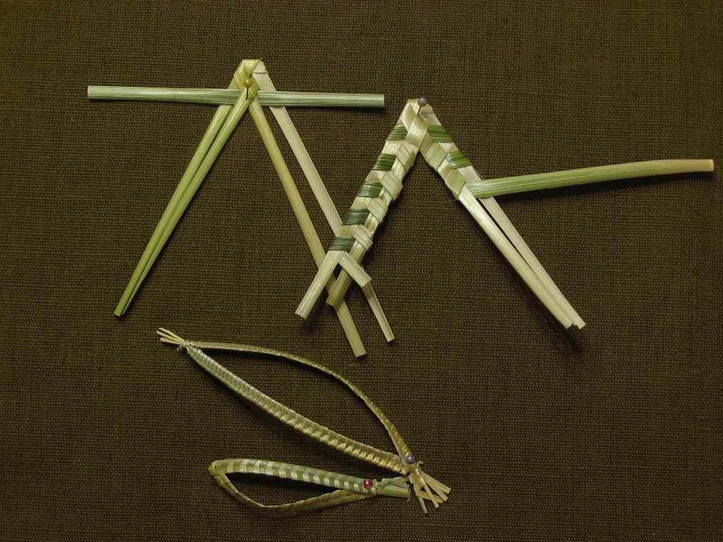 Мастер-класс 2 5. Продолжим рассматривать простые плетения.  Листик из 3 соломин.  Вы сумеете сплести его по схеме.